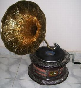 antique-style-gramophone